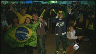 Torcedores fazem a festa após vitória do Brasil em Poços de Caldas - Torcedores fazem a festa após vitória do Brasil em Poços de Caldas