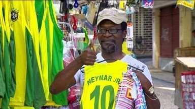 Trabalhadores saem mais cedo para assistir ao jogo da Seleção, no ES - Durante a tarde desta segunda-feira (23), foi uma correria em Vitória, capital do estado. Tudo para poder ver a atuação do Brasil contra Camarões.