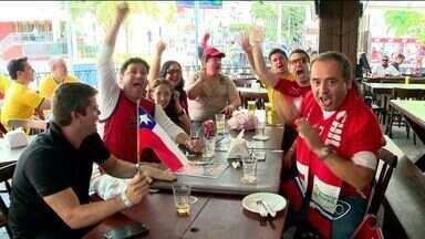 Chilenos que vivem no ES torcem durante partida da seleção de seu país - Chilenos enfrentaram a Holanda nesta segunda-feira (23), mas perderam por 2x0.
