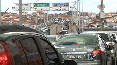 A poucas horas do jogo do Brasil, o trânsito em São Luís ficou complicado - Todo mundo queria chegar a algum lugar pra ver a seleção brasileira em campo. E quem depende do transporte público, teve motivos para reclamar.