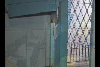 Escola Municipal de Campina Grande foi arrombada por bandidos - Diretora da escola reclama de falta de segurança.