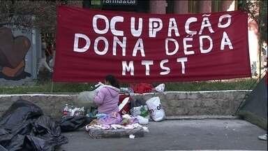Plano Diretor volta a ser assunto na sessão da Câmara Municipal - Aproximadamente 300 pessoas ligadas ao MTST estão há mais de 24 horas acampadas em frente à Câmara Municipal para pressionar os vereadores a fazer a segunda votação do Plano Diretor estratégico de São Paulo.