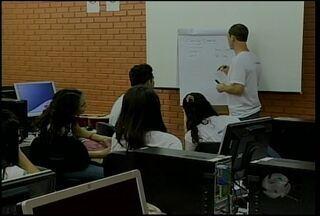 Alunos do Sesi aprendem inglês em projeto de intercâmbio - Ao final do curso, três estudantes vão embarcar para os Estados Unidos
