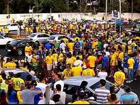 Uberlandenses vão às ruas comemorar vitória sobre o Chile - Torcedores se reuniram na Avenida Rondon Pacheco.Brasil venceu nos pênaltis e está classificado para próxima fase.