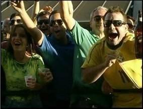 Torcedores de Campos, RJ, e região vibram com vitória do Brasil - Famílias se reuniram também em São João da Barra e Pádua.