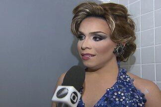 Concurso Miss Bahia Gay é realizado em Salvador - Evento reuniu centenas de espectadores em teatro da capital.