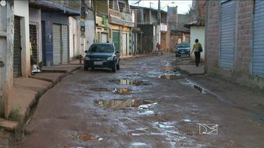Asfalto está cedendo em ruas do bairro da forquilha, em São Luís - Hoje nossos repórteres foram ao bairro e ouviram os moradores angustiados com a situação.
