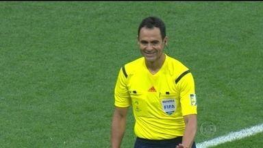 Árbitro espanhol é selecionado para apitar partida entre Brasil e Colômbia - Esse será o terceiro jogo que o árbitro Carlos Velasco, de 43 anos, apitará na Copa do Mundo.