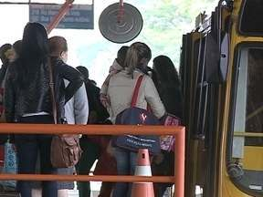 Reajuste da tarifa do ônibus de Criciúma passa a valer, mesmo após protestos - Reajuste da tarifa do ônibus de Criciúma passa a valer, mesmo após protestos