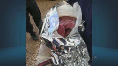 Guardas municipais ajudam mulher moradora de rua em trabalho de parto em Campinas - Guardas municipais ajudam mulher moradora de rua em trabalho de parto em Campinas.