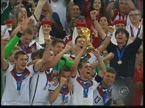 Em Bauru, torcedor acompanha final da Copa do Mundo em casa - No final da Copa do Mundo, Argentina e Alemanha fizeram um jogo difícil e a taça ficou com os alemães. O torcedor acompanhou de casa em Bauru.