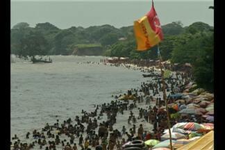 Praia do Outeiro atraiu multidão de banhistas no fim de semana - Já em Icoaraci, na praia do Cruzeiro, o lugar foi ideal para quem quis fugir da badalação.