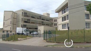 Dois acusados vão a julgamento por morte de dentista em São José, SP - Além dos dois que vão a julgamento, outros três adolescentes são suspeitos. Essa será a segunda audiência sobre o crime, que aconteceu em 2013.