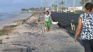 Moradores denunciam que orla da Praia do Sobral está abandonada - Muitas pessoas fazem exercício físico no local que está precário.