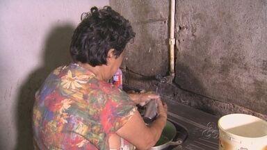 Algumas famílias começam a receber água após acidente em adutora no AM - Balsa colidiu contra adutora do Proama afetando abastecimento nas Zonas Leste e Norte de Manaus.