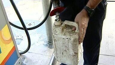 Transporte de gasolina em galões não liberados pelo Inmetro é proibido no ES - ANP irá fiscalizar prática.