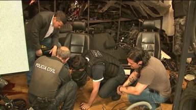 Desmanche ilegal de carros é descoberto em Apucarana - Uma pessoa foi detida.
