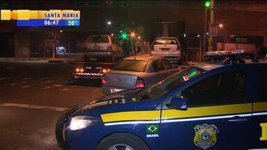 Polícia Rodoviária Federal apreende quatro veículos em operação em Canoas, RS - 3 carros e 1 moto estavam com os documentos vencidos.