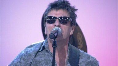 Blitz canta 'Eu e Minha Gata' - Grupo anima os convidados do programa