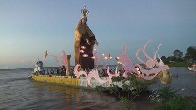 Procissão fluvial reúne milhares de pessoas em Parintins, no AM - Evento homenageou Nossa Senhora do Carmo, padroeira do município.