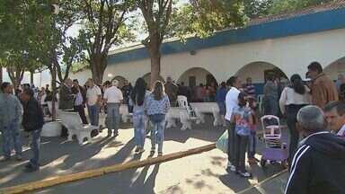 Vítimas de acidente com van são veladas em Taquaritinga, SP - Vítimas de acidente com van são veladas em Taquaritinga, SP.