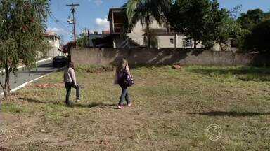 Residências fechadas dificultam combate à dengue em Porto Real, RJ - Muitos imóveis estão vazios e, por isso, não recebem a visita dos agentes da vigilância sanitária.