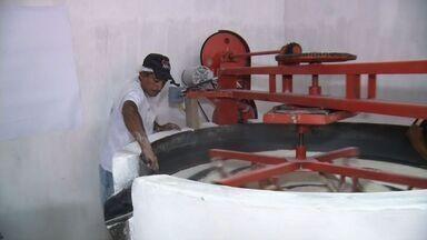 Projeto cria novas casas de farinha com método eficaz de trabalhar a mandioca - Projeto beneficia famílias no interior do Ceará.