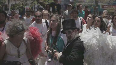 Espetáculo ao ar livre se apresenta no centro de Campinas - Mais de duzentos artistas se reúnem na região do Largo do Rosário, centro de Campinas, para apresentações artísticas. Dança, música e acrobacias dão o tom da mostra artística no local.