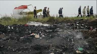 Resgate dos corpos do avião da Malaysia Airlines começa na Ucrânia - As autoridades ucranianas disseram que começou o resgate dos corpos das vítimas do voo MH17, da Malaysia Airlines. A aeronave caiu no leste do país, na quinta-feira (17).