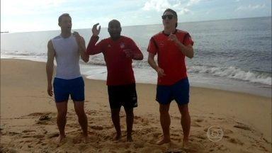 Brasileiro ensina Lepo Lepo para seleção alemã - Tibúrcio recebe jogadores no aeroporto e acompanha seleção na final