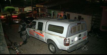Dois jovens são mortos a tiros, na cidade de Dona Inês, no interior da Paraíba - Uma das vítimas tinha saído da cadeia há poucos dias. Os dois rapazes morreram na hora e a polícia não tem pistas dos assassinos.