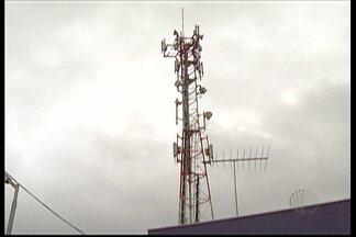 Lei pode facilitar instalação de antenas de comunicação de celulares em Mogi das Cruzes - Poderes Executivo e Legislativo fizeram uma lei que flexibiliza o processo de instalação das antenas. Mogi das Cruzes pode ganhar de 30 a 40 novas torres.