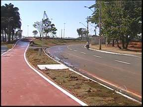 Obra em avenida do Parque da Represa em Rio Preto é entregue - A Secretaria de Obras de São José do Rio Preto (SP) terminou as obras na avenida que margeia o Lago 1 do Parque da Represa e liga a Avenida Alberto Andaló à Avenida Murchid Homsi, zona Leste da cidade.