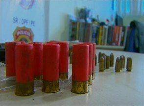 Homem encontra metralhadora israelense em mangue de Olinda - Popular também achou duas espingardas.