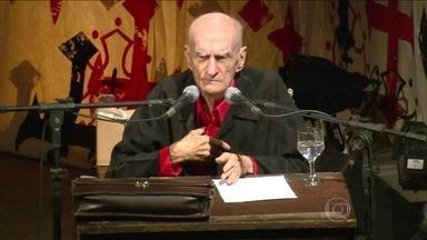 Ariano Suassuna morre aos 87 anos - Ele estava internado desde segunda-feira (21) em Recife, onde morava há décadas.