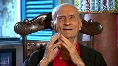 Veja no JH: Corpo do escritor e dramaturgo Ariano Suassuna é velado em Recife - Avião com 116 pessoas desaparece de radares enquanto sobrevoava o continente africano. Saiba como pedir o reconhecimento de paternidade.