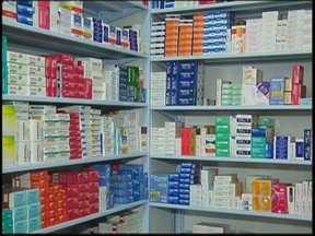 Governo anuncia isenção de impostos para mais de 170 medicamentos - Quem tem problemas de saúde sabe da importância dos remédios. Os gastos com farmácias pesam no orçamento doméstico, principalmente de idosos. Nesta semana, o governo anunciou a isenção de impostos para mais de 170 medicamentos. O desconto é pequeno, em média 12%.