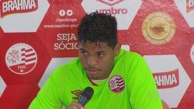 Mau momento do Náutico reflete no humor dos atletas - Zagueiro Flávio foi chamado para dar coletiva e falou por poucos segundos