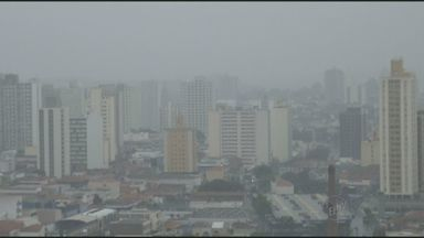 Região de Campinas registra chuva durante a tarde desta quinta-feira - Piracicaba e Campinas tiveram chuva. Volume de três milímetros não abastece reservatórios da região, segundo o Cepagri. Apesar disso, umidade do ar tem leve melhora.