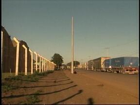 Começa a ser resolvido problema da falta de iluminação no porto seco de Uruguaiana, RS - Obras são comemoradas.