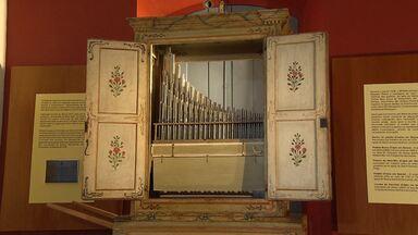 Museu Regional de São João Del Rei guarda órgão produzido no Brasil - A Igreja do Carmo também abrigou o instrumento, durante um período, até que ele deixou de ser usado.