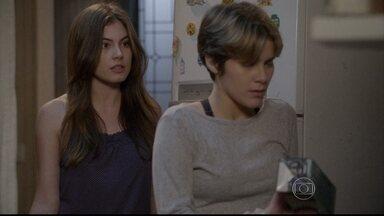 Malhação - capítulo de segunda-feira, dia 28/07/2014, na íntegra - Karina confessa para Bianca que gosta de Duca