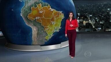 Tempo aberto em boa parte do Brasil vai fazer a umidade cair bastante nesta quinta (31) - Os índices devem ficar próximos a 30%, a metade do ideal em várias regiões. No litoral do Nordeste, o mar deve ficar agitado. No Sudeste, o dia deve começar bem frio e depois esquentar.