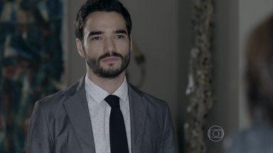 José Pedro questiona Maria Clara sobre viagem ao Monte Roraima - Para irritar Maria Marta, José Alfredo manda as empregadas bagunçarem a casa