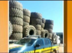 Polícia aborda caminhões com excesso de altura - Polícia aborda caminhões com excesso de altura.