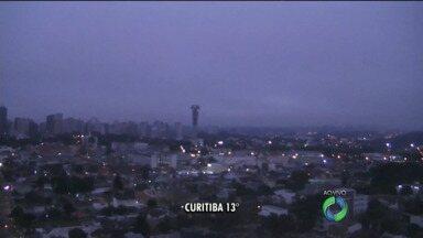 Quinta-feira será ensolarada em praticamente todo o Paraná - Por conta de uma frente fria, pode chover rápido nas cidades que fazem divisa com Santa Catarina