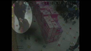 Crianças são usadas para roubar loja - Elas eram acompanhadas pela mãe, a avó e uma terceira mulher.