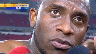 """Esporte: volante Willians fala sobre derrota do Internacional no Beira-Rio - """"Saímos tristes mas de cabeça em pé"""", disse o jogador colorado."""