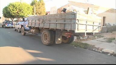 Menino de seis anos morre atropelado por caminhão de lixo - Acidente aconteceu em Cabrobó. Outra criança também foi atropelada, e ficou gravemente ferida.
