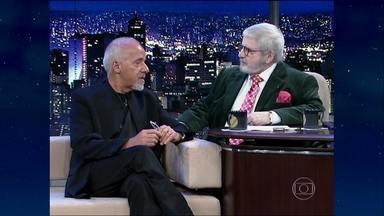 Reveja a entrevista com o escritor Paulo Coelho - Ele falou sobre a sua eleição para a Academia Brasileira de Letras e ensinou como manejar o arco e flecha